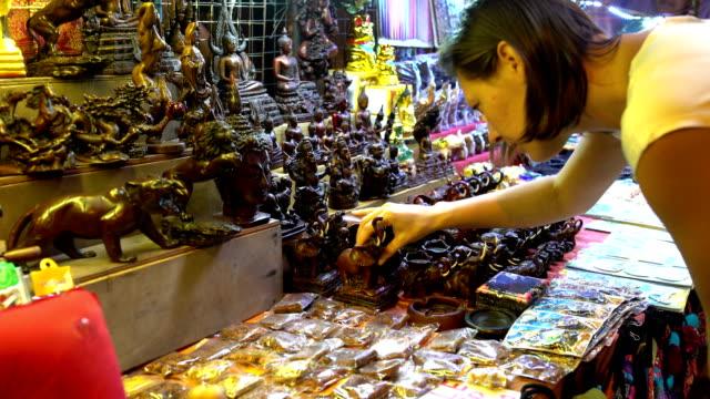 Woman-statue-of-an-elephant-in-a-souvenir-shop
