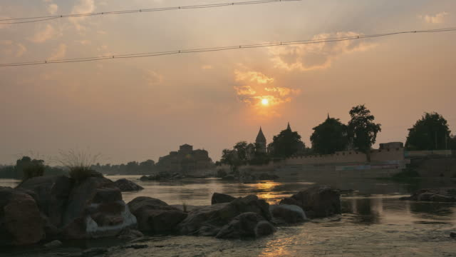 Sunset-time-lapse-at-Orchha-Madhya-Pradesh-famous-travel-destination-in-India-