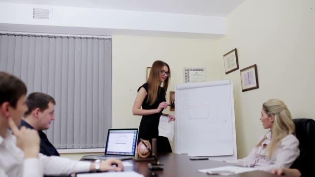 Colegas-de-negocios-en-una-reunión