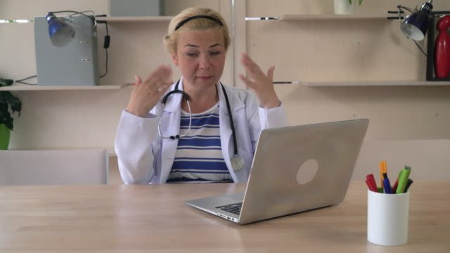 Woman-has-first-signs-of-menopause