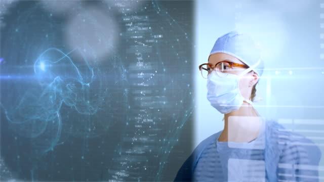 Weibliche-Chirurg-Daten-auf-eine-futuristische-Schnittstelle-zu-studieren-
