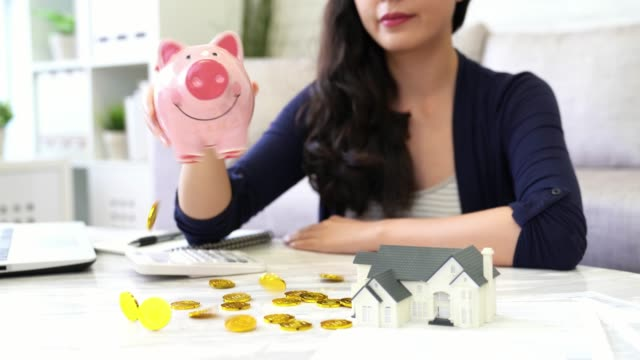 Richtige-Frau-nahm-viele-Jahre-Einsparungen