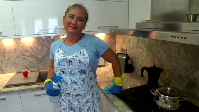 Smiling-housewife-with-cleaning-equipment