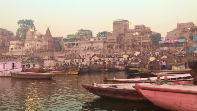 Paseo-en-barco-en-el-río-Ganges-Varanasi-India