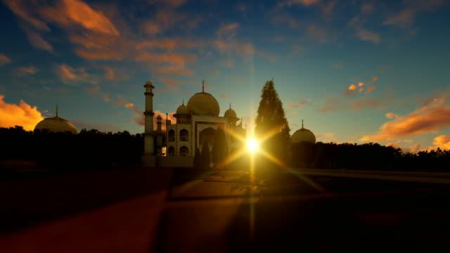 Taj-Mahal-timelapse-sunrise-panning-4K