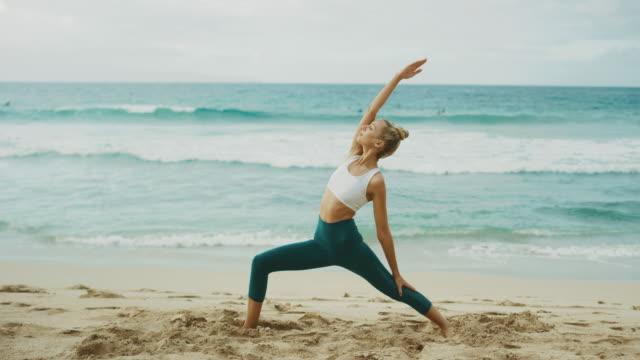 Diosa-de-la-yoga-en-su-lugar-feliz