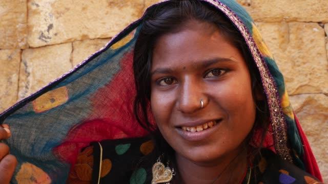 Indian-gypsy-girl-Jaisalmer-India