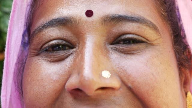 Mujer-indígena-en-Udaipur-India