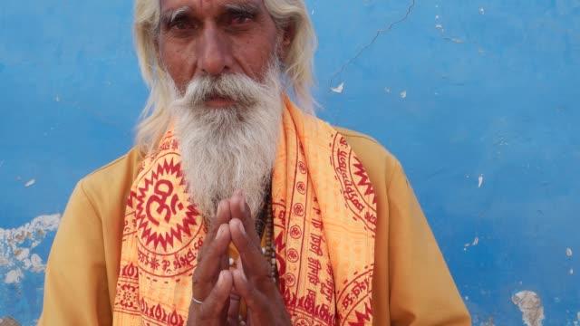 Hindu-Sadhu-holy-man-smiling-and-hands-in-namaste-prayer-mudra