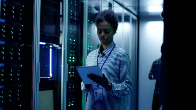 Smiling-ethnic-woman-in-data-center