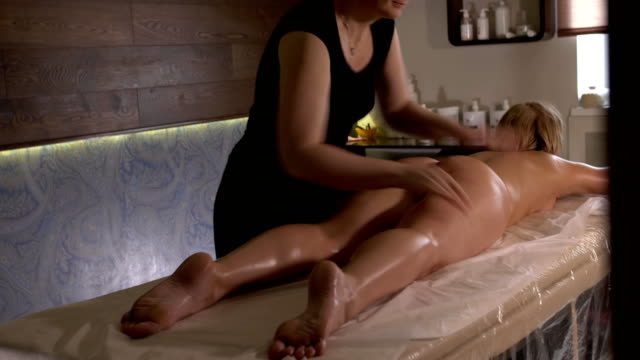 Spa-massage-Aromatherapy-oil-massage-Masseur-doing-aromatherapy-oil-massage-on-beautiful-young-healthy-caucasian-woman-body-in-spa-salon