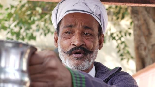 Chai-Man-in-Jaipur-India