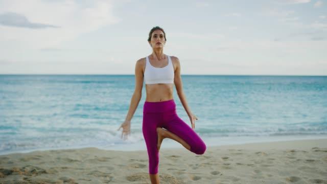 Frau-üben-Yoga-