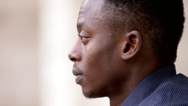 pensativo-joven-negro-africano-hombre-perfil