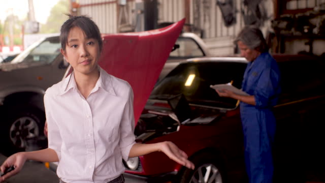 Portrait-of-angry-customer-while-a-mechanic-works-on-a-car-in-the-background-car-service-concept-dolly-shot