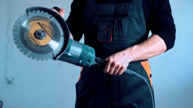 Smiling-construction-worker-with-angle-grinder