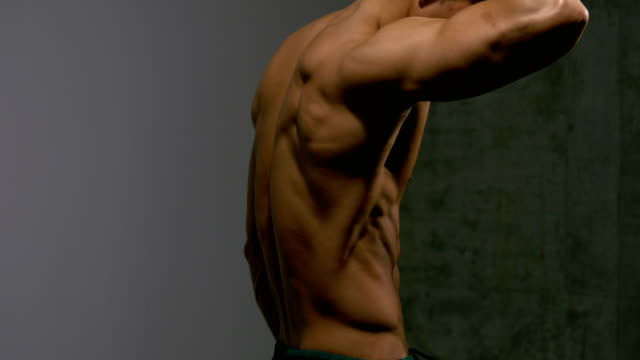 Muscular-Torso-of-a-Fitness-Model-from-Profile