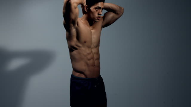 Abdominal-Muscles-on-Display-4