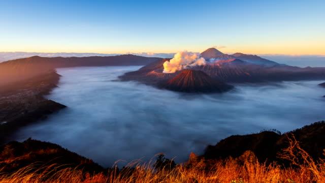 Bromo-Volcano-Sunrise-Landmark-Nature-Travel-Place-Of-Indonesia-4K-Time-Lapse