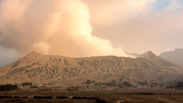 Bromo-Volcano-Landmark-Nature-Place-Of-Indonesia-4K-Time-Lapse-(zoom-out)