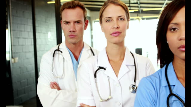 Portrait-of-standing-doctors-with-arms-crossed