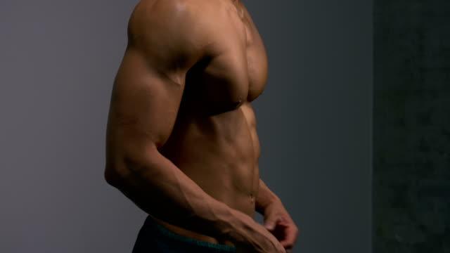 Body-Builder-Torso-from-Profile