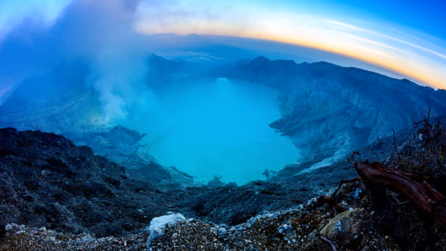 Kawah-Ijen-Volcano-Crater-Landmark-Nature-Travel-Place-Of-Indonesia-4K-Dawn-To-Day-Time-Lapse-(zoom-in)