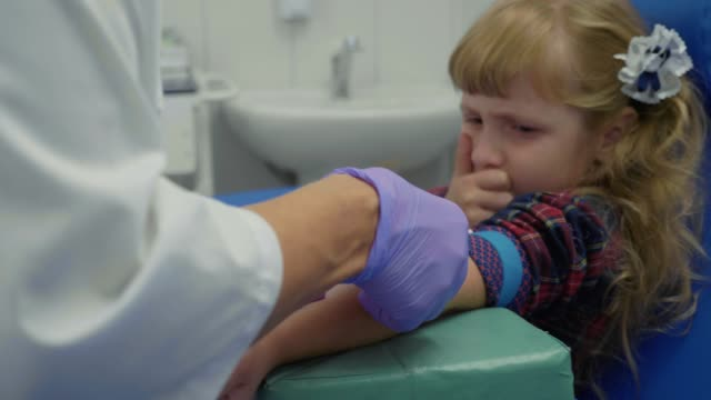 Nurse-is-taking-blood-sample-from-a-vein-in-the-arm-of-little-girl