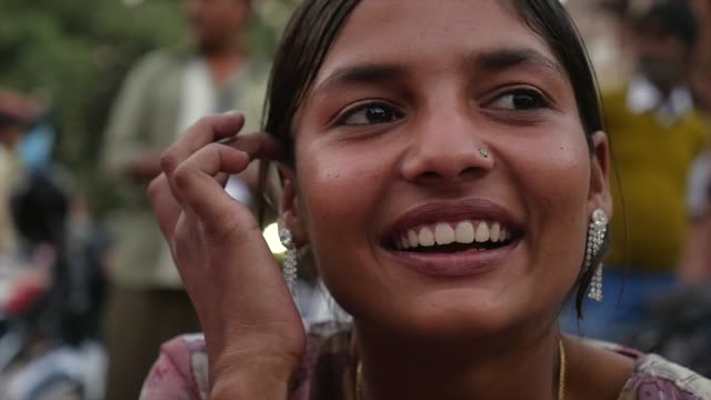 Portrait-of-happy-young-girl-in-Jodhpur-India---Slow-Motion