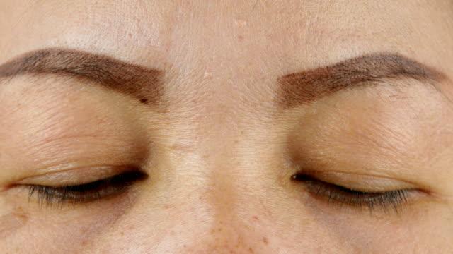 Close-up-middle-aged-Asian-girl-eyes-blink-eyes-closed-eyes-open