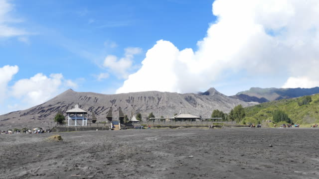 Time-Lapse-of-Mount-Bromo-volcano