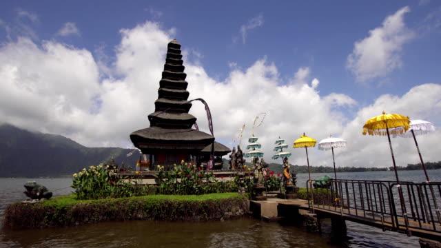 Hindu-temple-on-the-island-of-Bali-Pura-Ulun-Danu-Bratan