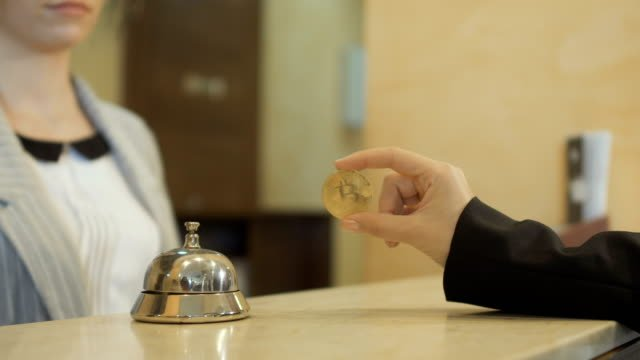 Woman-gives-a-tips-of-bitcoin-to-the-manager-in-hotel