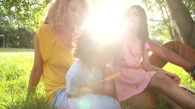 Young-attractive-couple-spending-time-in-the-sun-with-children