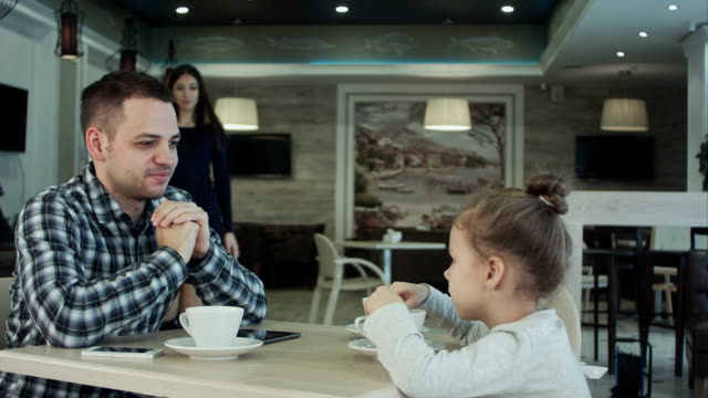 Family-In-Cafe-Father-and-daughter-meeting-mother