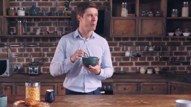 Guy-have-fun-at-home-relish-healthy-food-