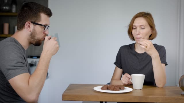 Couple-having-coffee-with-biscuits
