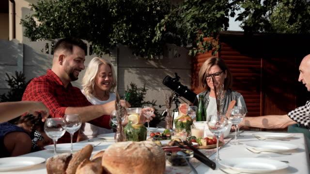 Big-family-reunion-dinner