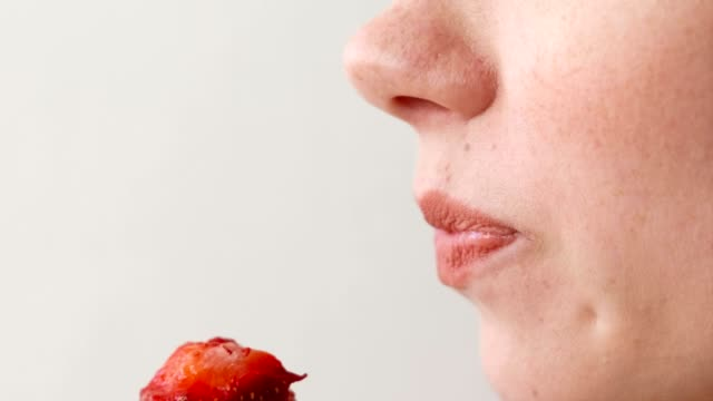 Woman-eats-strawberries-Mouth-close-up-Side-view-