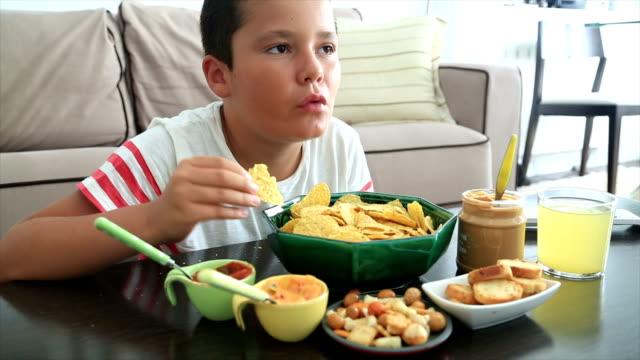 Preteen-boy-eating-unhealthy-eating