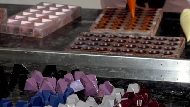 Köstliche-Süßigkeiten-in-der-Küche-eines-professionellen-chocolatier