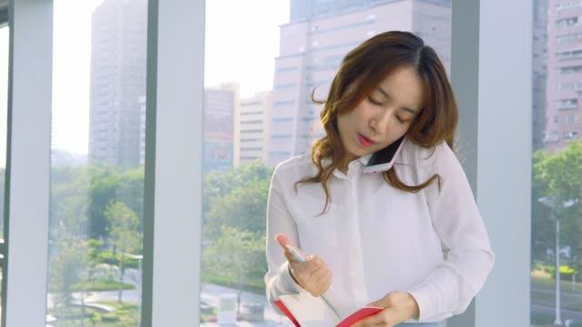 Pretty-asian-businesswoman-working