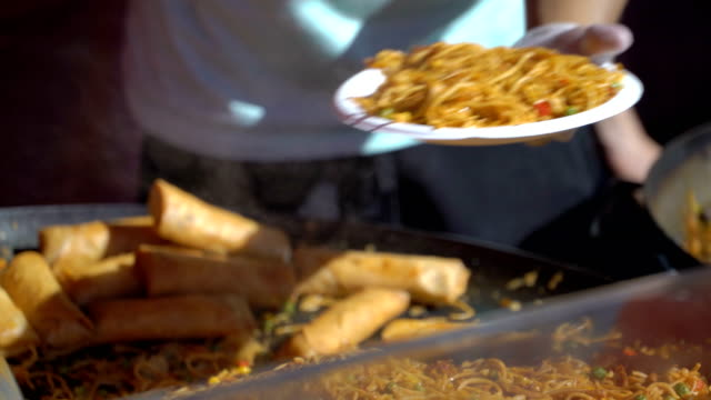 Street-vendors-prepare-fast-Asian-noodles-on-the-street-
