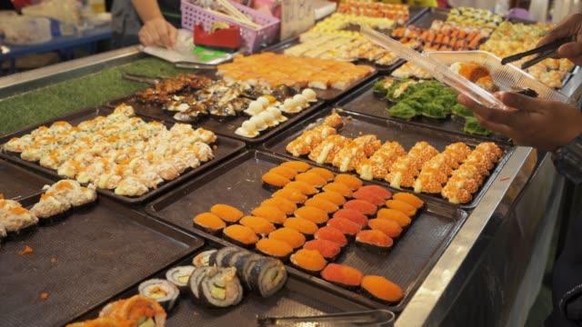 Calle-comida-en-Tailandia-sushi