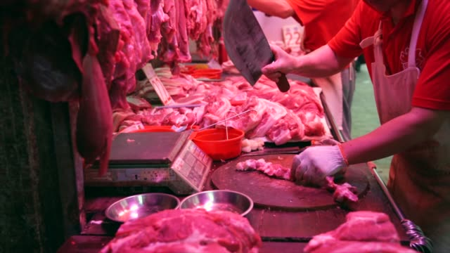 butcher-chopping-raw-meat-at-a-meat-market-in-Hong-Kong