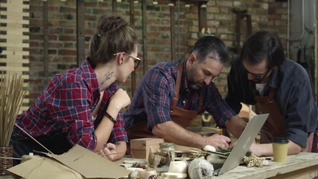 Trabajo-en-equipo-es-importante-en-el-diseño-de-creación-de