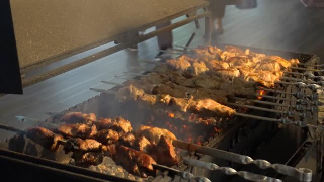 calle-comida-rápida-carnes-a-la-brasa