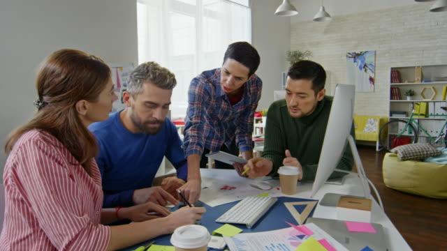 Designers-Team-Sharing-Ideas