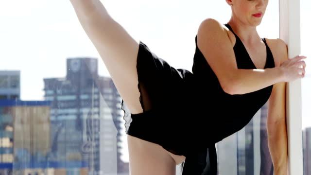 Ballerina-practicing-ballet-dance