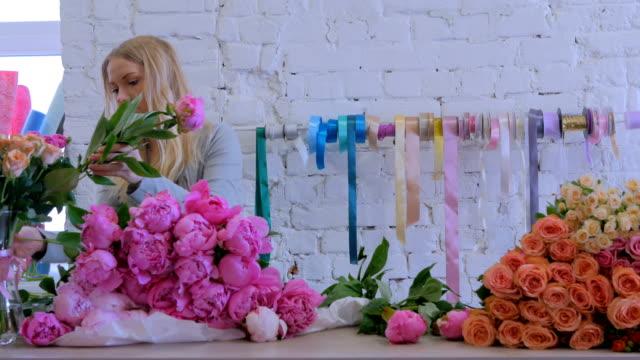 Professional-floral-artist-sorting-flowers-at-studio